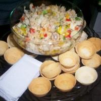 Banquete com salada portuguesa