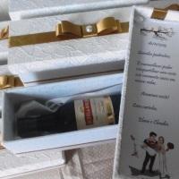 Caixa Padrinhos para mini vinho Tampa forrada em renda e laço chanel