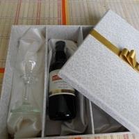 Caixa para mini vinho e duas taças