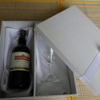 Caixa para mini vinho e taça
