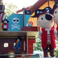 Bonecos em biscuit disponíveis para aluguel ou venda, barco pirata disponível para aluguel