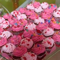 Mini cupcakes com tons de chantily rosa