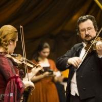 """Duo de violinos no evento """"Baile Imperial"""" no Spa do Vinho. Bento Golçalves, RS"""