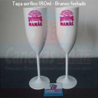 Taça espumante em acrílico para seu evento. Loja virtual: www.canecasbahia.com.br