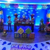 Iluminação de painéis em festas infantis