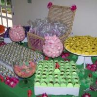 mesa de doces tradicionais personalizada