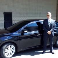 Carros executivos com motoristas profissionais.