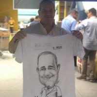 Caricatura em Camisas.