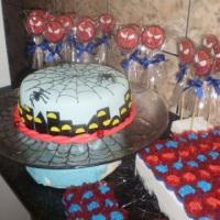 Docinhos, pirulitos e bolo de pasta
