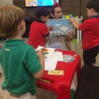 Contação de histórias e oficinas para pequeninos.