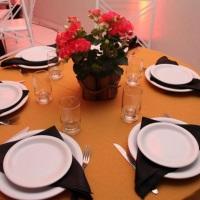 montagem da mesa para os convidados