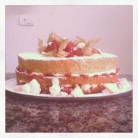 Naked Cake Morango com Natas e suspiro