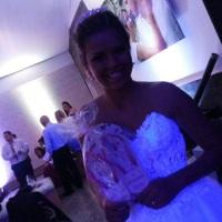 Noiva Gabriela com o seu chinelo personalizado