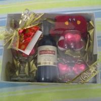 kit vinho com chocolate e duas taças