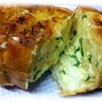 Pão de Alho c/ recheio de queijo... quentinho, saboroso!