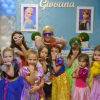 Já pensou convidar a Elsa para sua festa? As meninas vão amar!