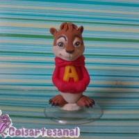 Lembrancinha em biscuit do Alvin.