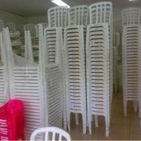 Mesa e cadeira em PVC