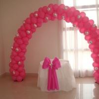 Arco de balões decorado com balões metalizados