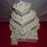 bolos facke para 15 anos e casamento o bouque acompanha o bolo na locação