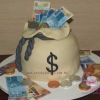 Bolos decorados, bolos fake, naked cakes, cupcakes, bombons e pirulitos, todos decorados no tema de