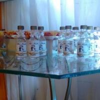 Garrafinha com bebidas.