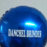 balões metalizados coloco em adesivo a impressão com nomes e números.