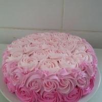 bolo de chantily degrade rosa