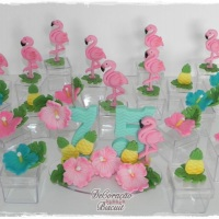 Topo de Bolo Flamingo e Lembrancinhas! Consulte-nos! Whatsapp: (22) 99738-5316 *Liz