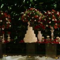 mesa de bolo vermelho e branco luxo