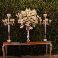 Entrada de Salão com arranjos Florais com Orquídeas Aparador Espelhado