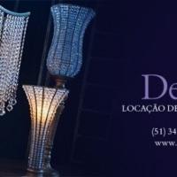 Cadeiras de ferro, mesas de convidados, biombos, lustres, peças decorativas, colunas e mobiliário em