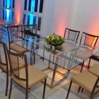 Mesa vidro com cadeira envelhecida