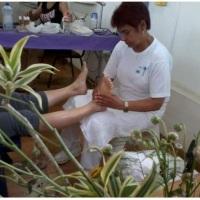 Reflexologia podal em evento do dia da mulher na Igreja Messiânica da Curicica/RJ.