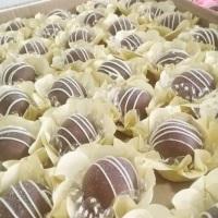 Doces finos banhados em chocolate