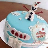 Bolo decorado em pasta americana - tema: Frozen