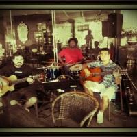 Trio sambrasil no Café Antiquário, no Pontão