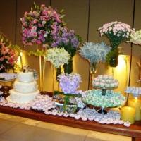 Mesa de doces e bolo