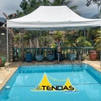 Tenda de 4.5x3 cobrindo piscina em evento particular. Acesse nosso site para mais fotos.