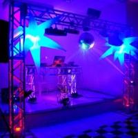 TRAVE EM ALUMÍNIO + CABINE DO DJ TOP E ESCLUSIVIDADE NO ESTADO E ILUMINAÇÃO DE LED E SOM.