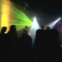 pista de dança lotada, som e luzes bombando !!!