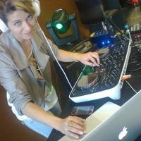 DJ CRIS REIS, pista sempre lotada, contagia o público com seus sets de pura magia!!!