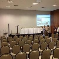 Corporativo com sistema de telão e gravação de palestras simultânea