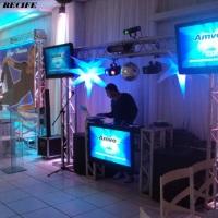 Estrutura de dance com TVs