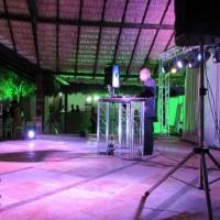 Solução completa para casamento, iluminação decorativa, iluminação de pista e sonorização.