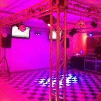 Pista de dança formato quadrado com tvs, muving, parled e lazer 3D