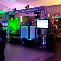 Estrutura Super com 03 tvs, estrutura de Grid, e super iluminação http://www.djkidspe.com/