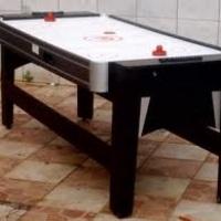 Mesa de três jogos disco,ping pong e sinuca.