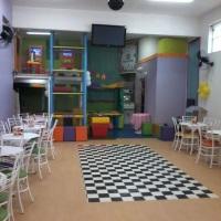 Salão, capacidade para 60 adultos sentado e 70 adultos no máximo em lista de convidados.