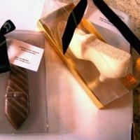 Sapato e gravata de chocolate.